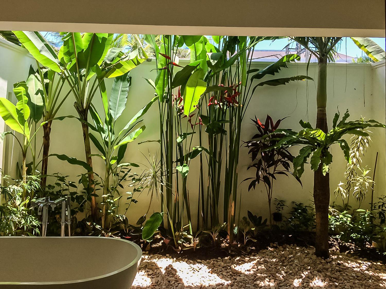 Bathtub bathroom - Villa Tjitrap