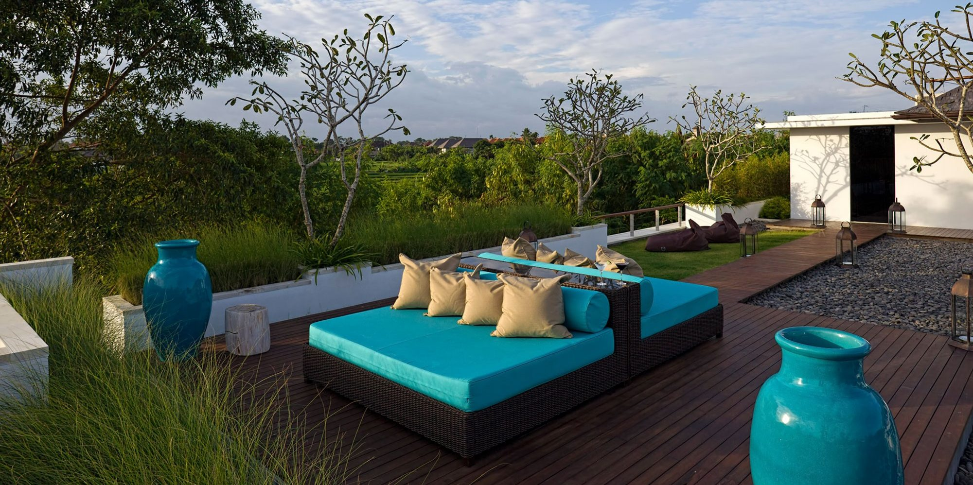 Villa Cendrawasih seminyak - Upstairs outside living area