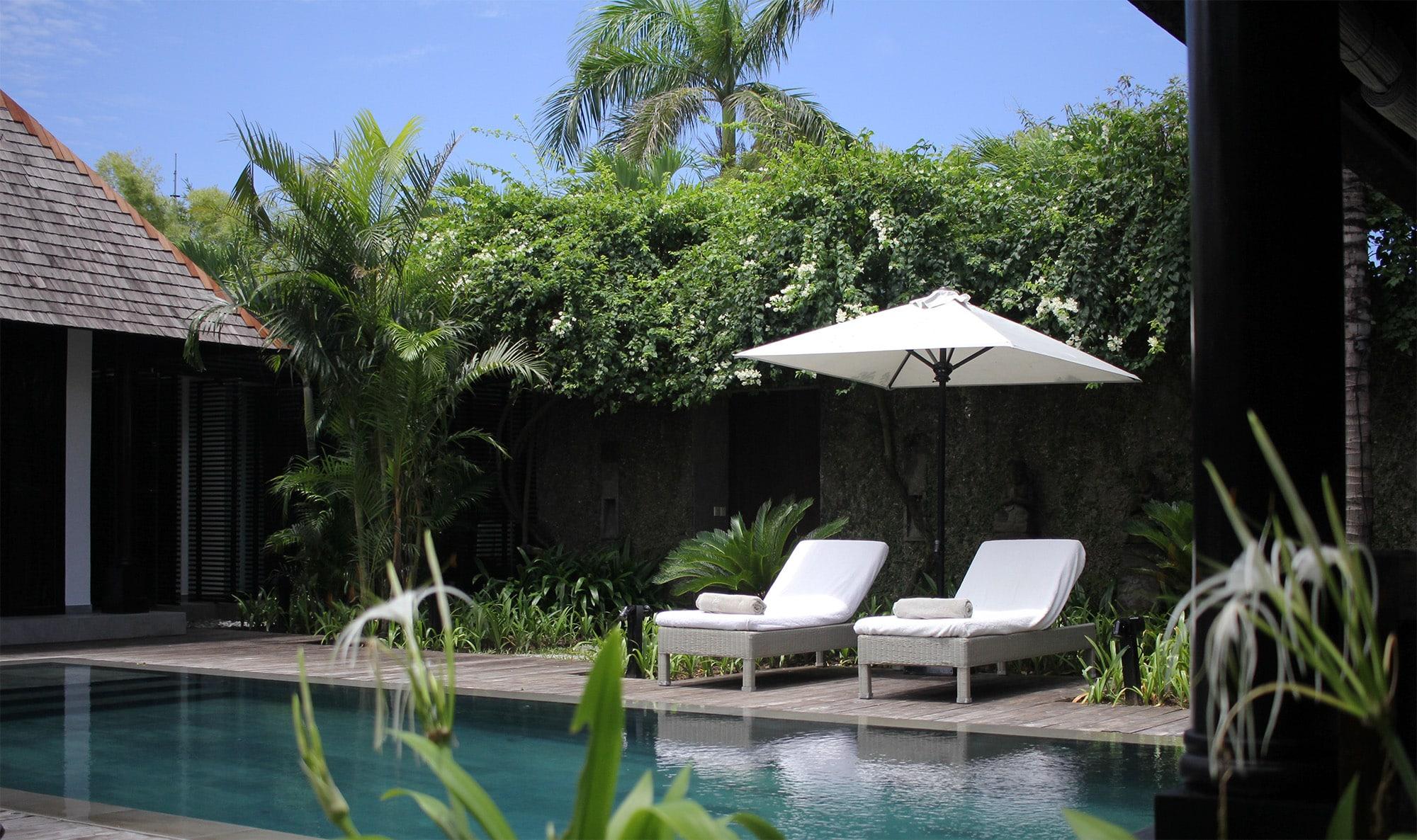 villa-samuan-kalih-pool-sunbeds-garden