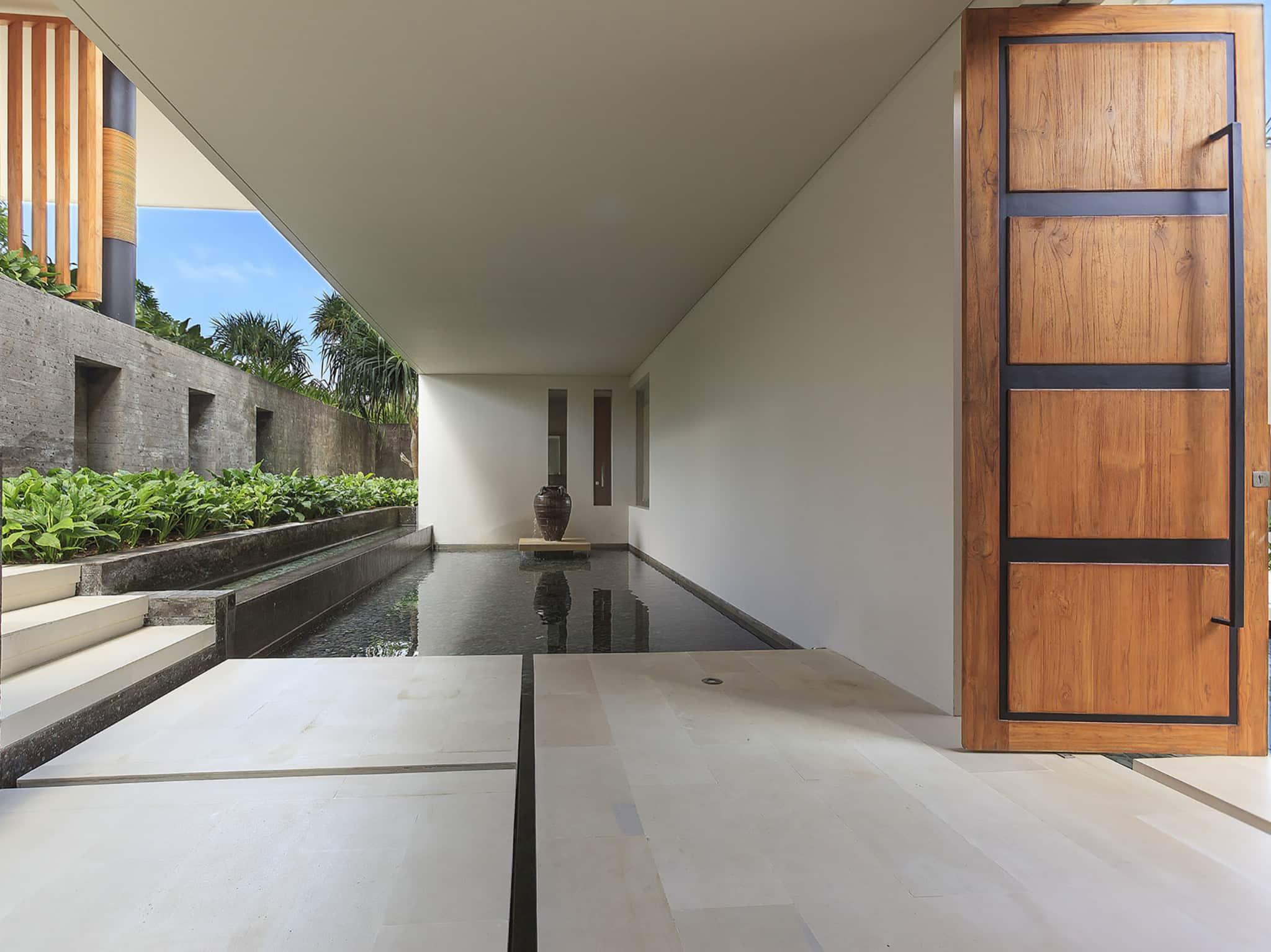 The Iman Villa - Canggu Bali - Stunning entrance water feature